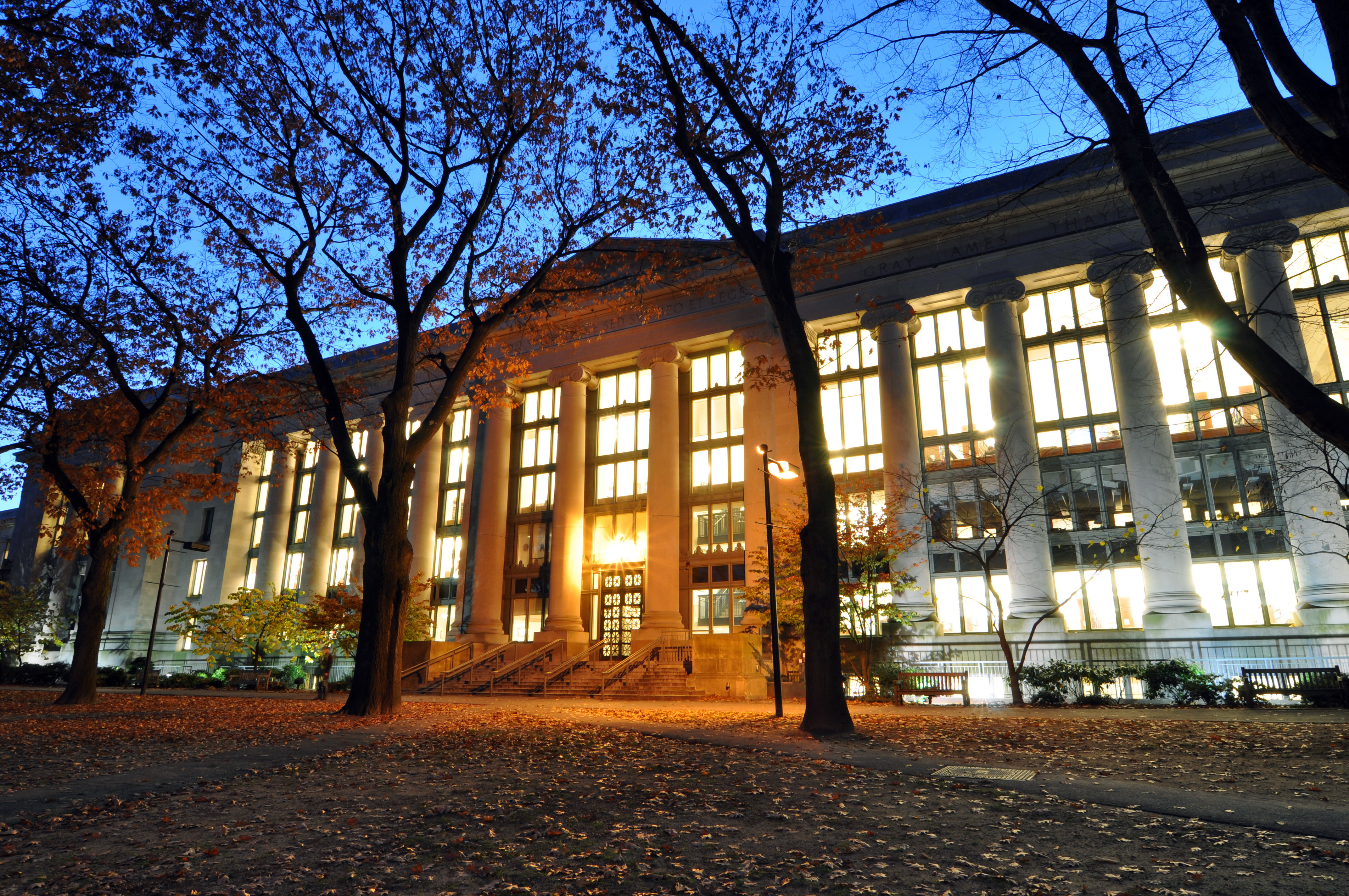 Harvard_Law_School_Library