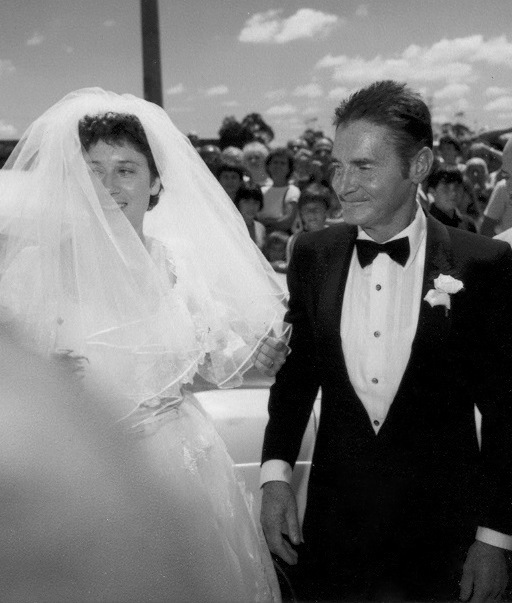 Wedding-Cliff-Young-married-Mary-Howell-age-23-marriage-1983-80s-marathon-champion-black-white-photo